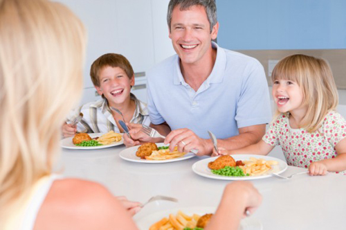 Why A Family Should Eat Together At Home
