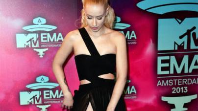 Iggy Azalea Suffers Major Wardrobe Malfunction