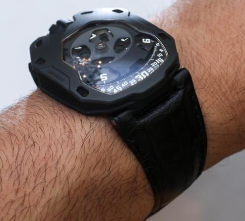 URWERK UR-105M Iron & Dark Knight Watches Hands