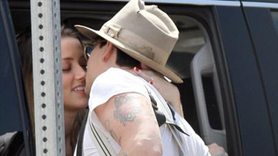Johnny Depp Kisses Fiancé Amber Heard through her Car Window