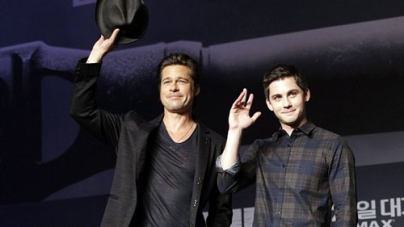 Brad Pitt wins over the South Korean media with a simple wave of his hat