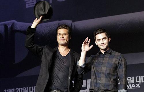 Brad Pitt wins waving his hat