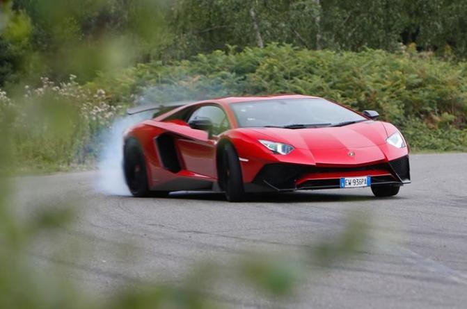 2015 Lamborghini Aventador Superveloce UK Review