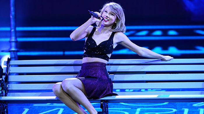 Singer-Songwriter Ryan Adams Covers Taylor Swift's Album 1989!
