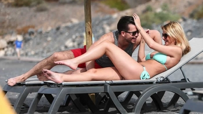 Rhian Sugden Shows Famous Curves Skimpy Bikini