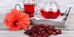 12 Reasons Why Hibiscus Tea is Considered a Healthy Drink