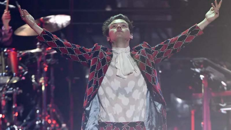 Harry Styles Defying Gender Norms