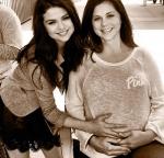 Selena Gomezs Mom is Pregnant