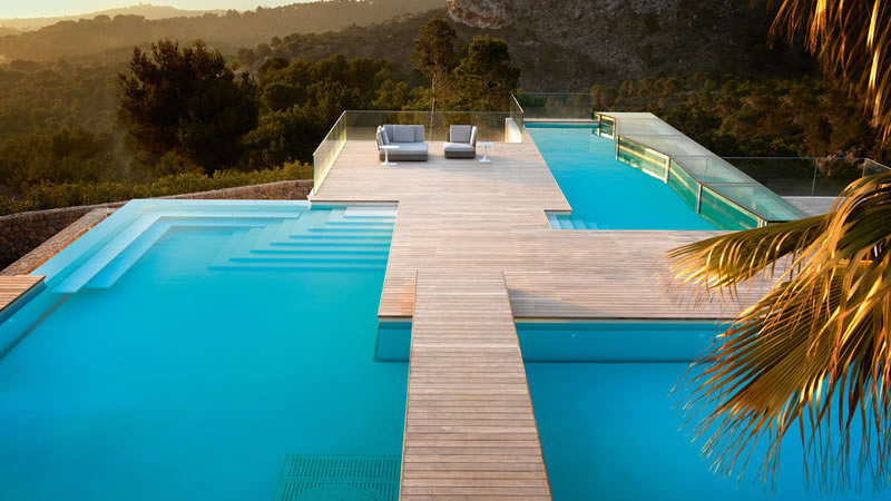 LUXURY VILLA CHAMELEON WITH SWIMMING POOL AND HELICOPTER PAD